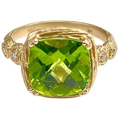 Branch Textured Peridot Ring in Yellow Gold