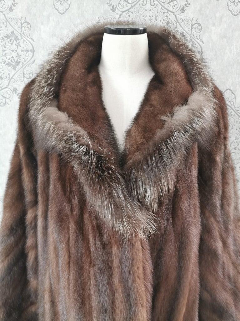 Brand New Demi Buff Mink Fur Swing Coat With Silver Fox Fur Trim (Size 14-L) For Sale 2
