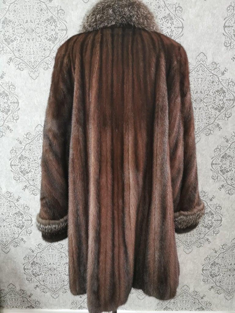 Brand New Demi Buff Mink Fur Swing Coat With Silver Fox Fur Trim (Size 14-L) For Sale 3