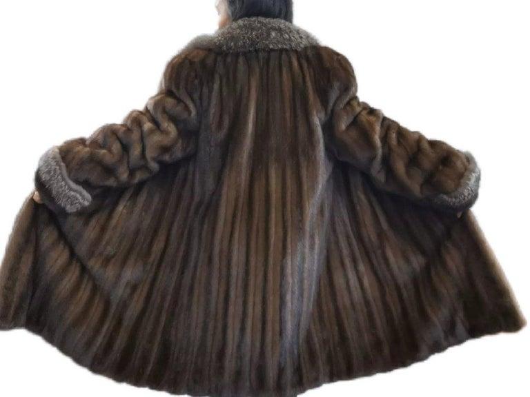 Brand New Demi Buff Mink Fur Swing Coat With Silver Fox Fur Trim (Size 14-L) For Sale 4
