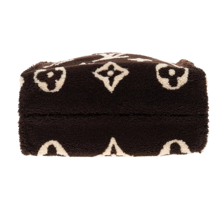 BRAND NEW Limited Edition Louis Vuitton Onthego Teddy Fleece handbag For Sale 5