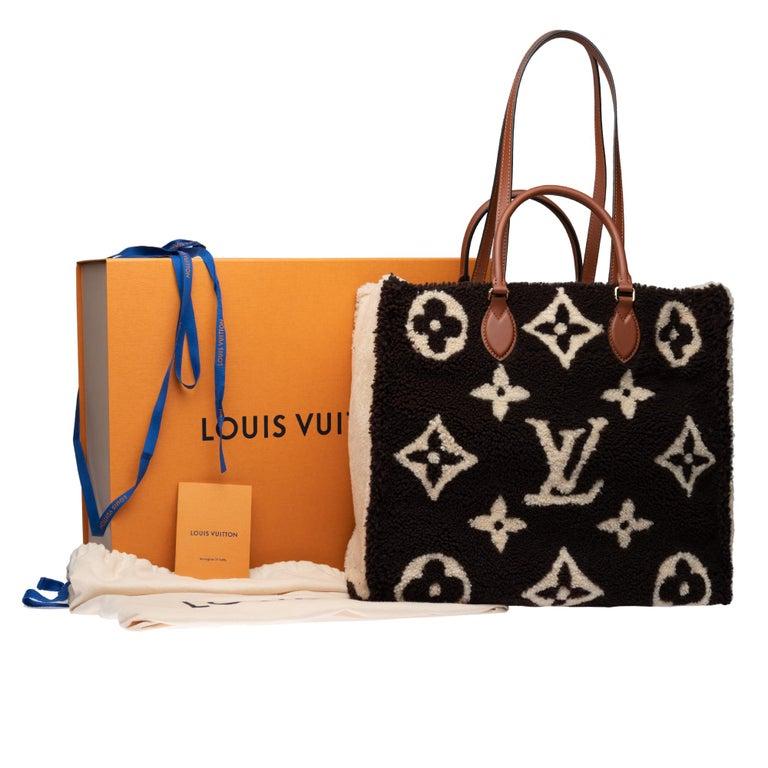 BRAND NEW Limited Edition Louis Vuitton Onthego Teddy Fleece handbag For Sale 7