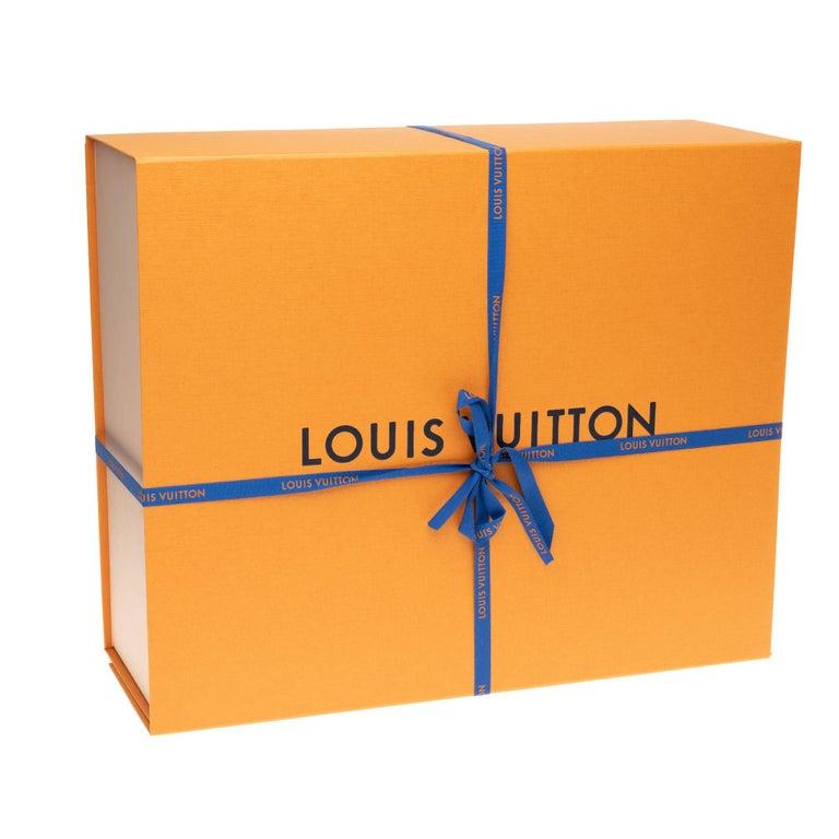 BRAND NEW Limited Edition Louis Vuitton Onthego Teddy Fleece handbag For Sale 8