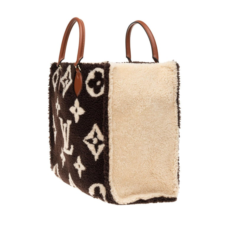 Women's BRAND NEW Limited Edition Louis Vuitton Onthego Teddy Fleece handbag For Sale