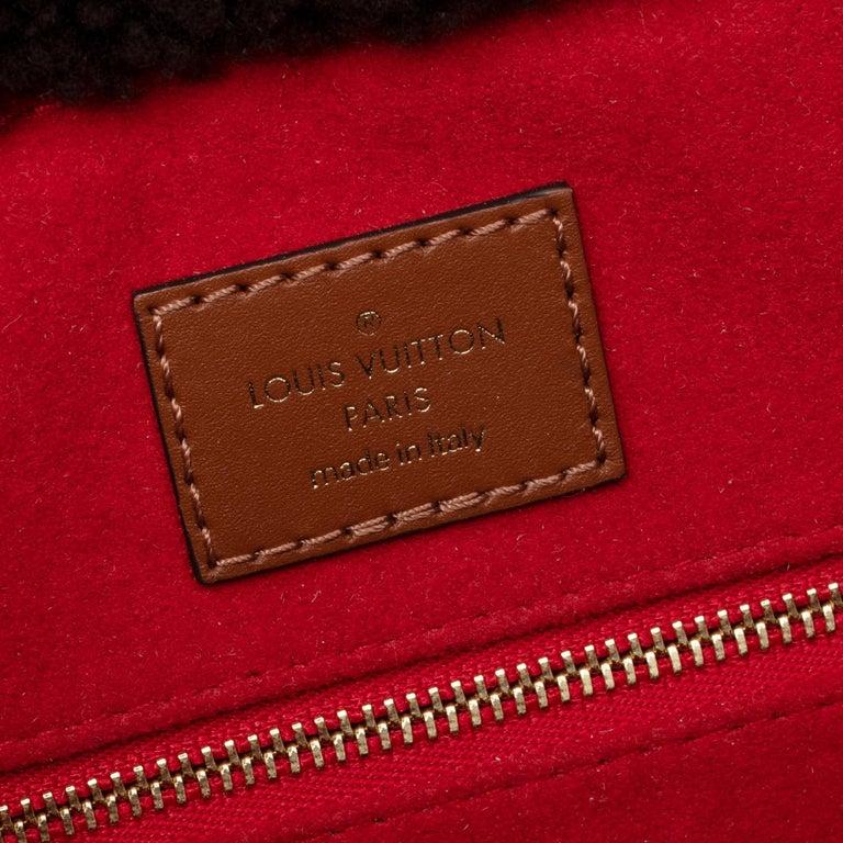 BRAND NEW Limited Edition Louis Vuitton Onthego Teddy Fleece handbag For Sale 1