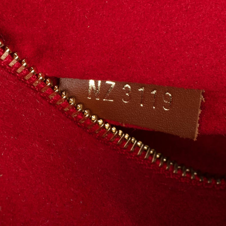 BRAND NEW Limited Edition Louis Vuitton Onthego Teddy Fleece handbag For Sale 2