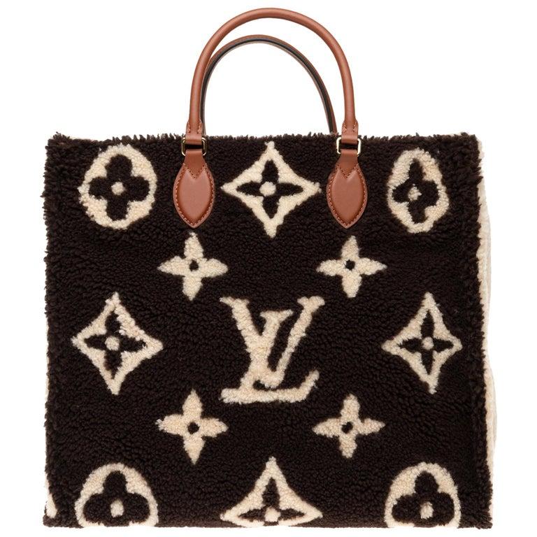 BRAND NEW Limited Edition Louis Vuitton Onthego Teddy Fleece handbag For Sale