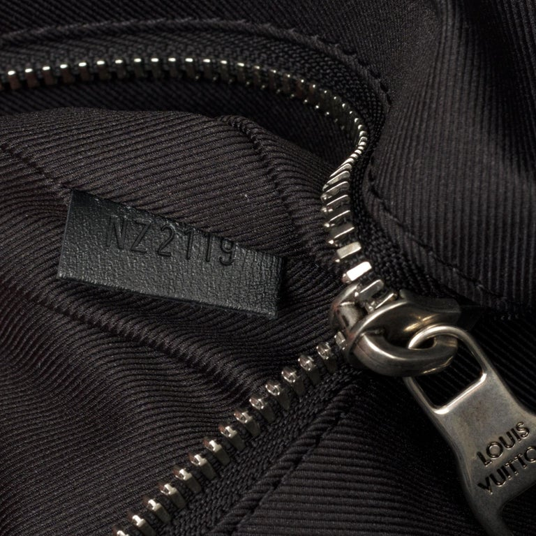BRAND NEW Louis Vuitton Keepall Strap Flagship 50 in black calfskin ! For Sale 2