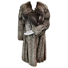 Brand New Silver Fox Fur Coat (size 6-8/S)