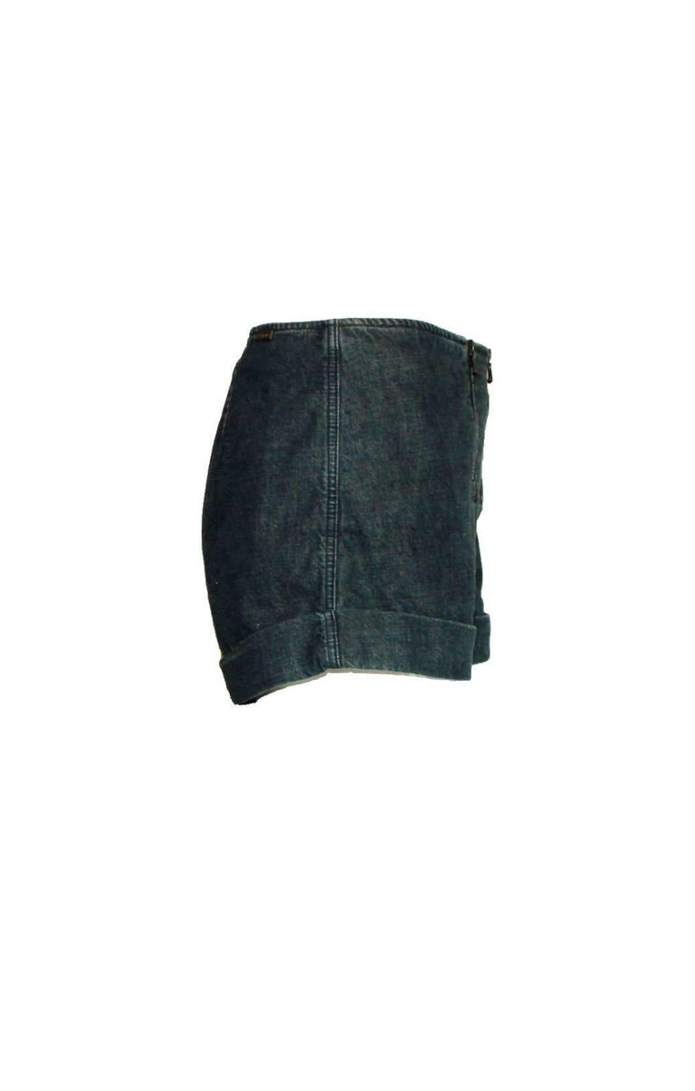 Beautiful CHANEL denim hot pants     A true CHANEL signature item that will last you for many years     Opens with a triple zip on front marked