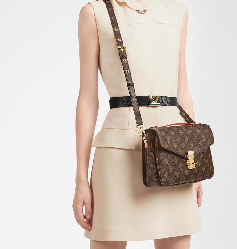 NEW Louis Vuitton Pochette Metis Monogram Canvas Hand Bag with Strap For Sale 1