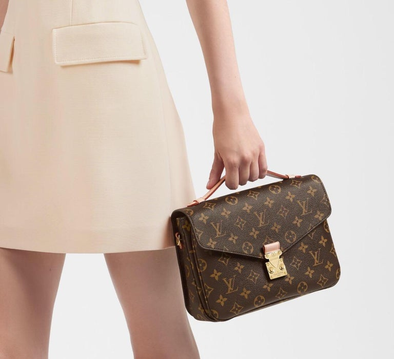 NEW Louis Vuitton Pochette Metis Monogram Canvas Hand Bag with Strap For Sale 2