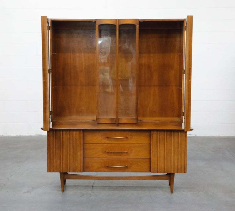 American Brasilia Styled Mid-Century Modern China Display Cabinet with Hutch, circa 1950s For Sale