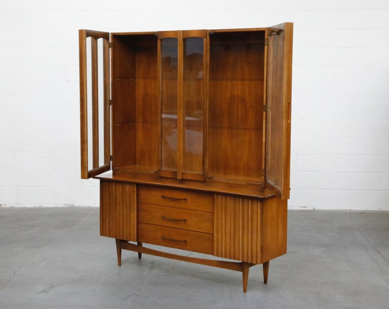 20th Century Brasilia Styled Mid-Century Modern China Display Cabinet with Hutch, circa 1950s For Sale