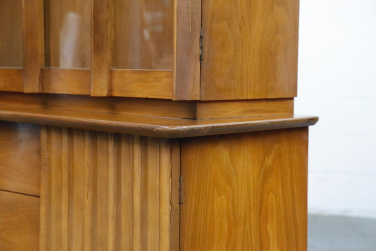 Brasilia Styled Mid-Century Modern China Display Cabinet with Hutch, circa 1950s For Sale 3
