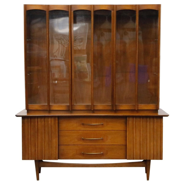 Brasilia Styled Mid-Century Modern China Display Cabinet with Hutch, circa 1950s For Sale