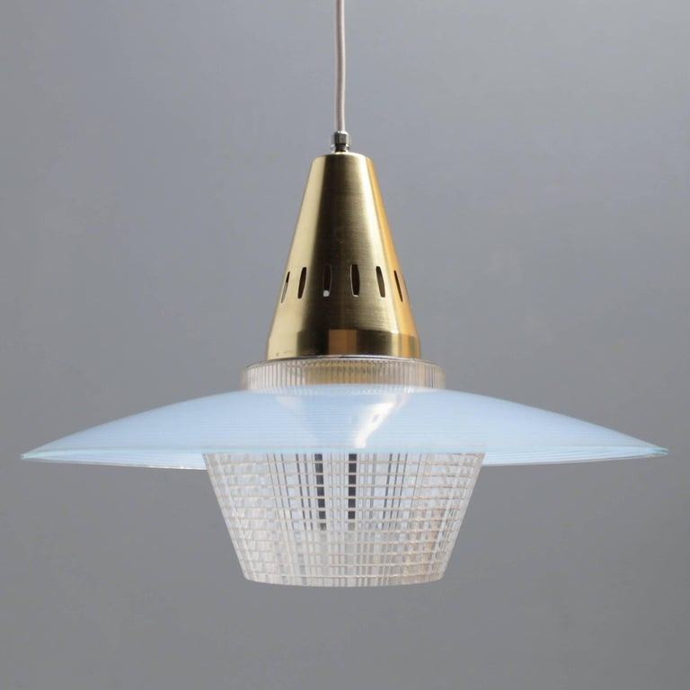 Brass and Blue Glass Pendant in the Manner of Stilnovo In Excellent Condition For Sale In JM Haarlem, NL