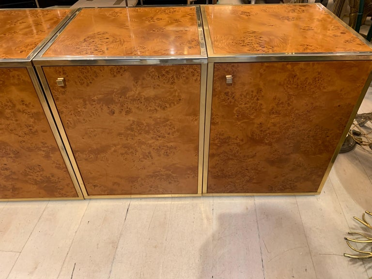 Brass and Burl Wood Italian Sectional Credenza, 1970 In Good Condition For Sale In Florence, IT