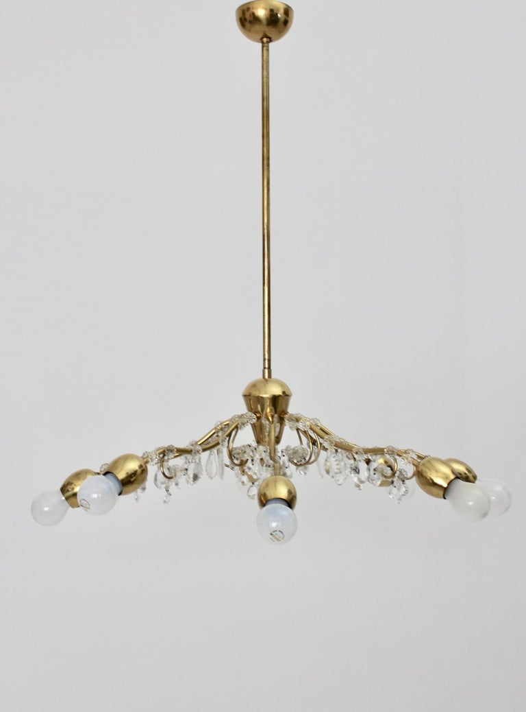 Brass and Crystal Mid-Century Modern J & L Lobmeyr Chandelier Vienna, 1950s In Good Condition For Sale In Vienna, AT
