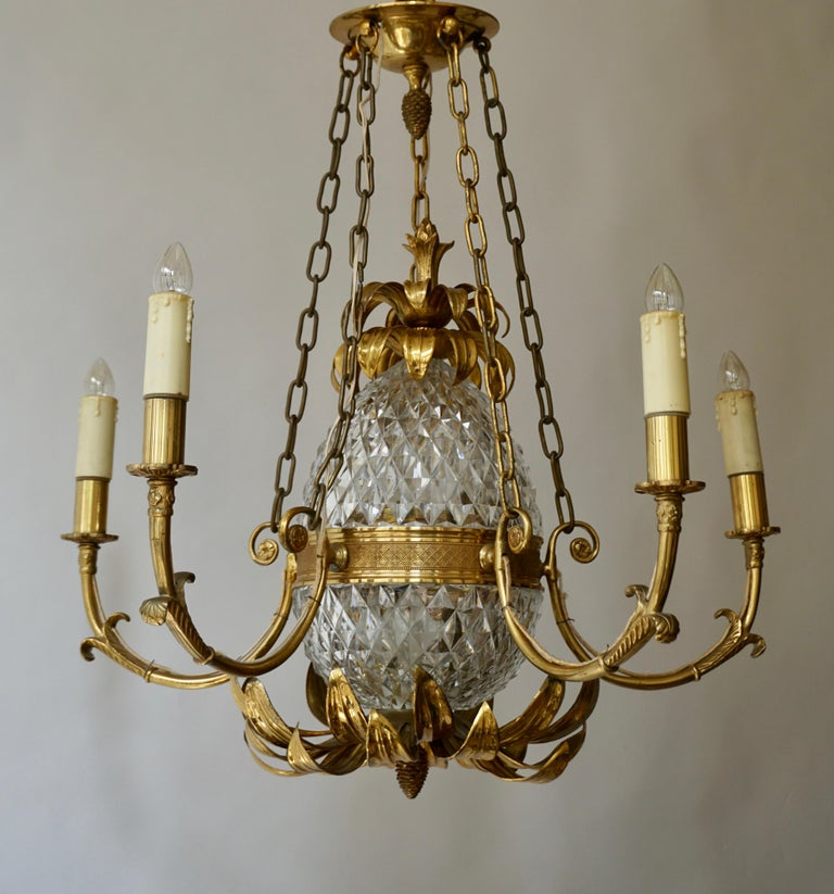 Brass and Cut Crystal Pineapple Chandelier In Good Condition For Sale In Antwerp, BE