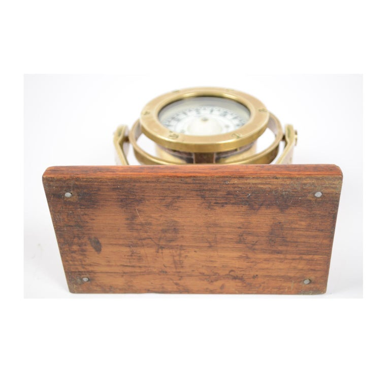 Brass and Glass Nautical Compass on Oak Wooden Board, London, 1860 For Sale 3