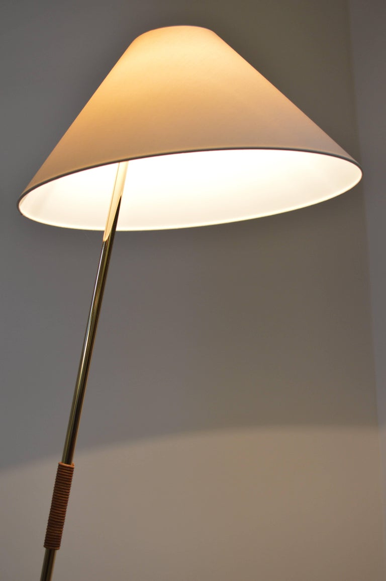 Brass and Leather 'Hase BL' Floor Lamp by Kalmar Werkstaetten In New Condition For Sale In Utrecht, NL