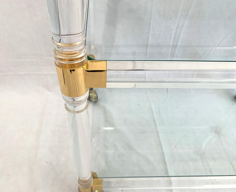 Brass and Lucite Bar Cart or Trolley with Glass Top In Good Condition For Sale In Brussels, Brussels
