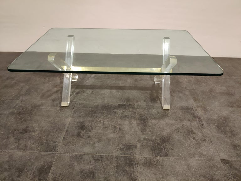 Brass and Lucite Coffee Table, 1970s In Good Condition For Sale In Neervelp, BE