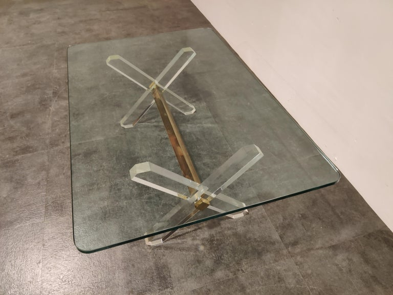 Brass and Lucite Coffee Table, 1970s For Sale 1