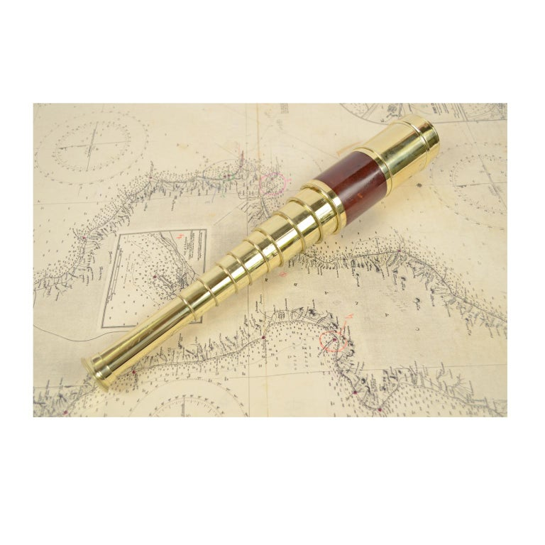Brass and mahogany telescope with nine extensions, signed Bianchi Opticien à Toulouse et à Paris, mid-1800s. Maximum length 96.5 cm, minimum 17 cm, focal diameter 5 cm. Excellent condition fully functional, complete with base made to measure of wood