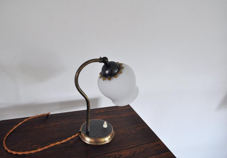 Brass and Opaline Glass Art Deco Table Lamp, Scandinavia, 1930s In Good Condition For Sale In Vordingborg, DK