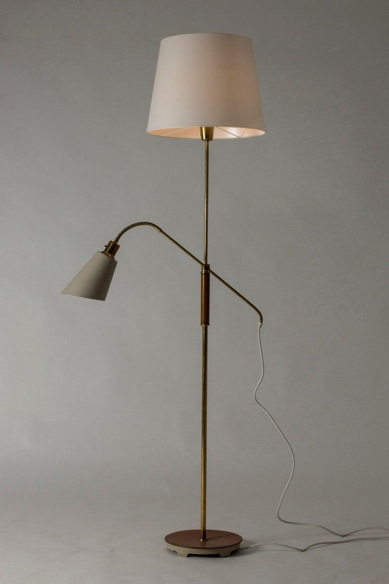 Brass and Wood Swedish Floor Lamp by Bertil Brisborg for Nordiska Kompaniet In Good Condition For Sale In Stockholm, SE