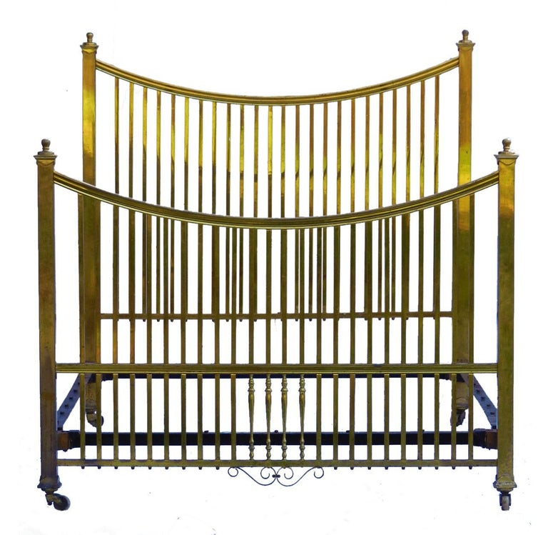 Brass bed Maple & Co antique US Queen UK king-size Rare US Queen UK King-size Original Maple & Co label English, circa 1900-1910 Measures: Width 151cm (60ins), length 205cm (81ins) Foot height 121cms (48ins) This will take a standard US Queen