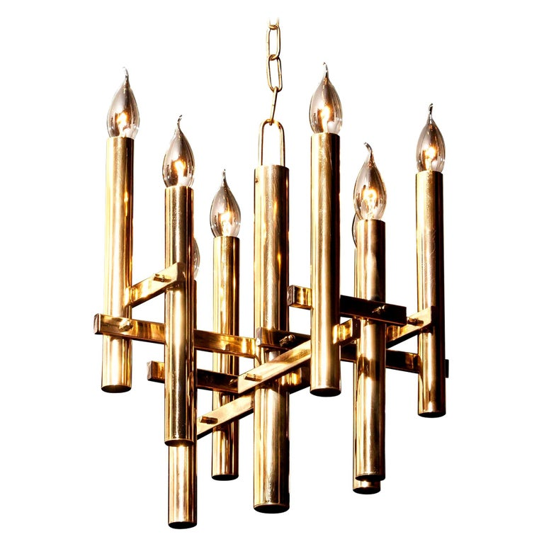Beautiful brass pendant by Gaetano Sciolari, Italy. This wonderful lamp has eight fittings. The height is adjustable. It is in excellent condition. Period, 1960s. Dimensions: H 93 cm, ø 40 cm.
