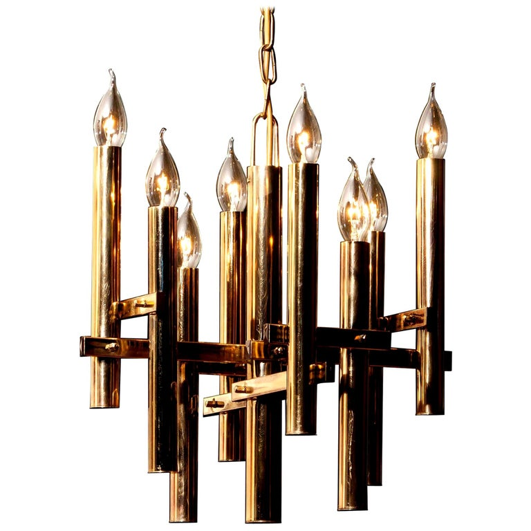 Beautiful brass pendant by Gaetano Sciolari, Italy. This wonderful lamp has eight fittings. The height is adjustable. It is in excellent condition. Period: 1960s. Dimensions: H 93 cm,Ø 40 cm.