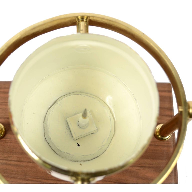 Brass Compass First Half of the 19th Century Mounted on a Walnut Wooden Base For Sale 5