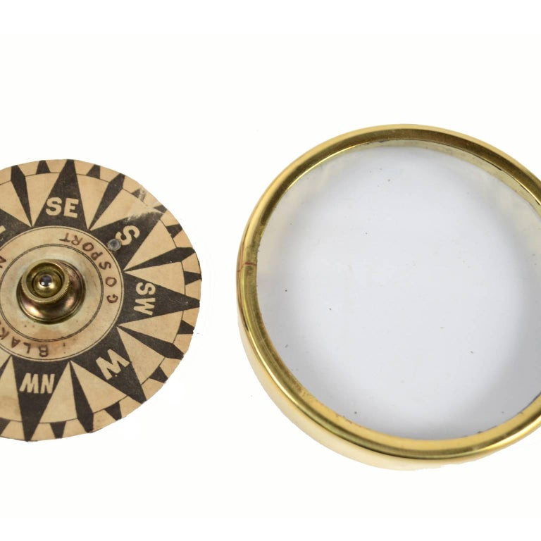Brass Compass First Half of the 19th Century Mounted on a Walnut Wooden Base For Sale 6
