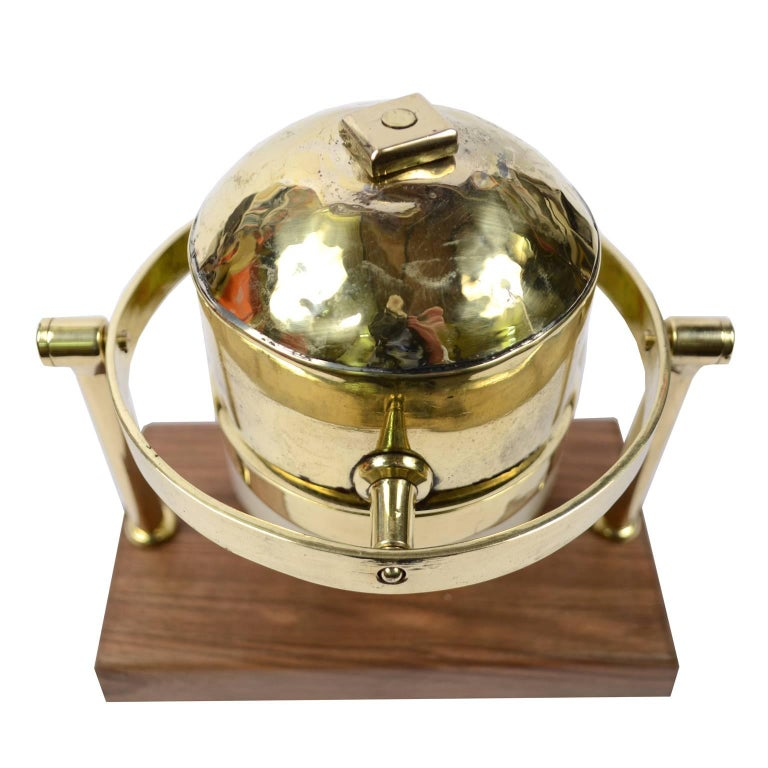 Brass Compass First Half of the 19th Century Mounted on a Walnut Wooden Base For Sale 2
