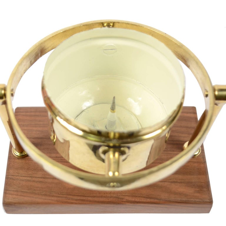Brass Compass First Half of the 19th Century Mounted on a Walnut Wooden Base For Sale 4