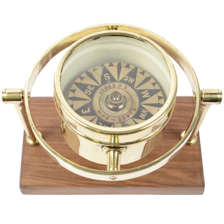 Brass Compass First Half of the 19th Century Mounted on a Walnut Wooden Base For Sale