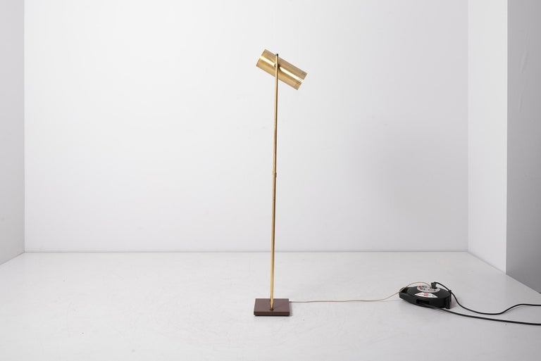 Brass Floor Lamp 'Trombone' by Jo Hammerborg for Fog & Mørup, Denmark, 1960s In Good Condition For Sale In Berlin, DE