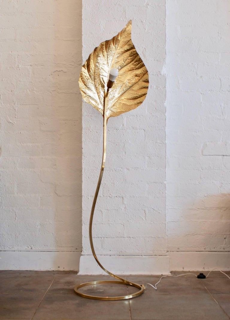 Brass Leaf Floor Lamp by Tommaso Barbi In Good Condition For Sale In Palm Springs, CA