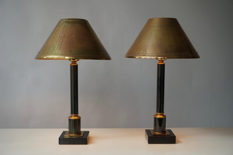 Elegant set off two brass 24-karat gilded cylinder neoclassical style column table or desk lamps, by Deknudt, Belgium, 1970s.
