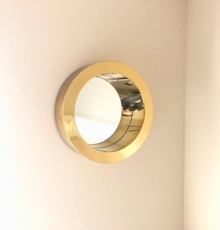 Brass porthole mirror signed by Curtis Jere. Beautiful 1970s brass mirror that can be placed with midcentury or Art Deco decor.