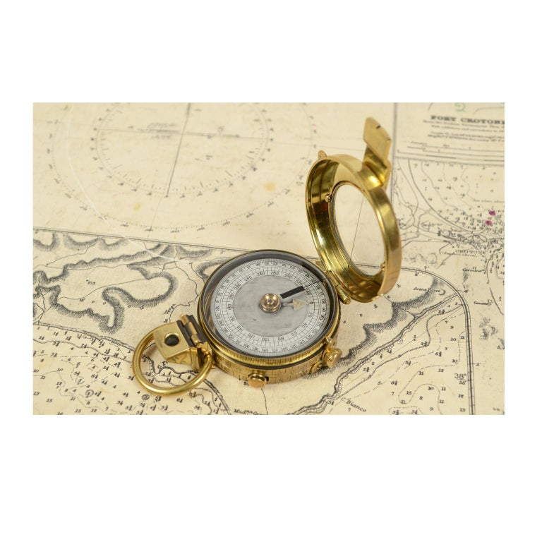 Brass Prismatic Bearing Compass, 1918 In Good Condition For Sale In Milan, IT