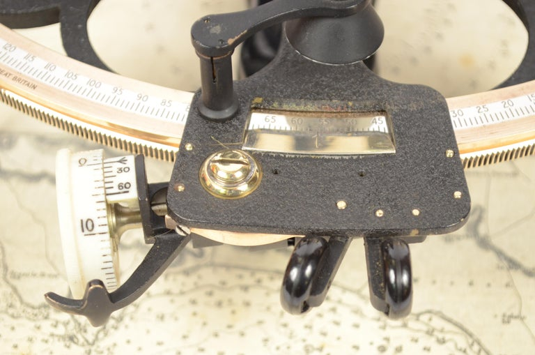 Brass Sextant in its Original Oak Wood Box, 1940s For Sale 6