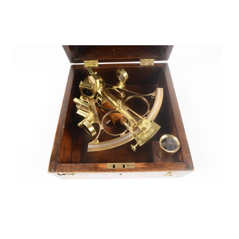 Brass Sextant Made in the Second Half of the 19th Century in Its Original Box In Good Condition For Sale In Milan, IT
