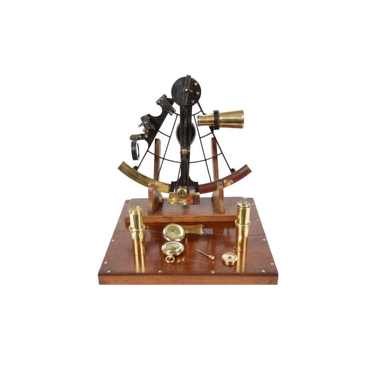 Brass sextant signed Negretti & Zambra made in the second half of the 19th century, complete with lenses and compass placed in its original mahogany box complete with key lock and brass hinges. Silver flap and vernier, wooden handle, 3 colored