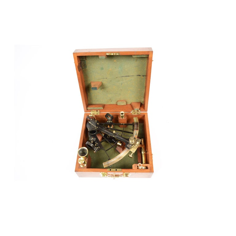 Brass Sextant Negretti Zambra Second Half of 19th Century in its Mahogany Box In Good Condition For Sale In Milan, IT