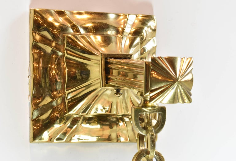The beauty of this Sheffield sconce is enhanced by the shiny brass fitter and back plate. Both the body and the shade have consistent shapes, which include curvy and floral-like lines and angular outlines. The design, then, feels complete, with